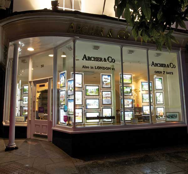 An example of A4 and A3 LED window displays/LED light pockets