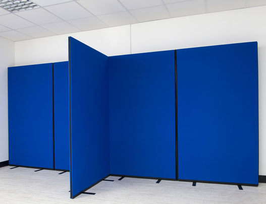 Use screens as a standalone partition or link together to create individual working spaces.