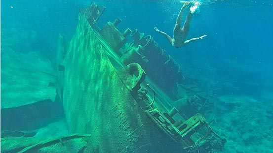 Sailing in Greece: Welcome to Yiannis 65, a wreck dive and pancake bay